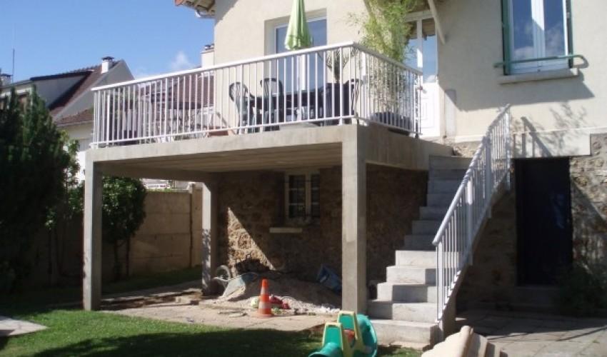 Création d'une terrasse extérieure suspendue