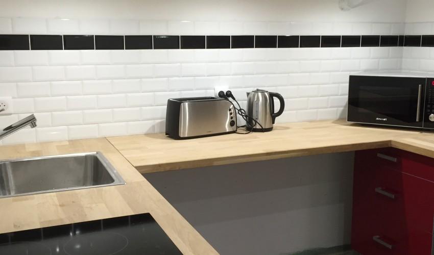 am nagement d un sous sol cr ation d un espace cuisine emcb. Black Bedroom Furniture Sets. Home Design Ideas