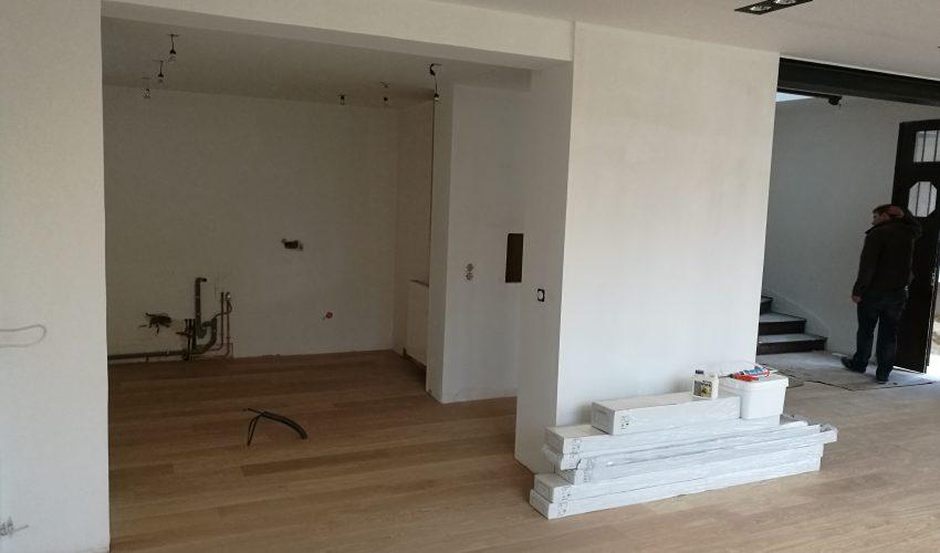 Rénovation intérieure et création d'un sas entrée extérieure
