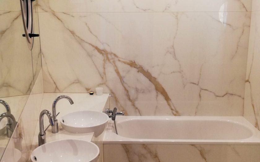 Salle de bains vasques intégrées avec miroir